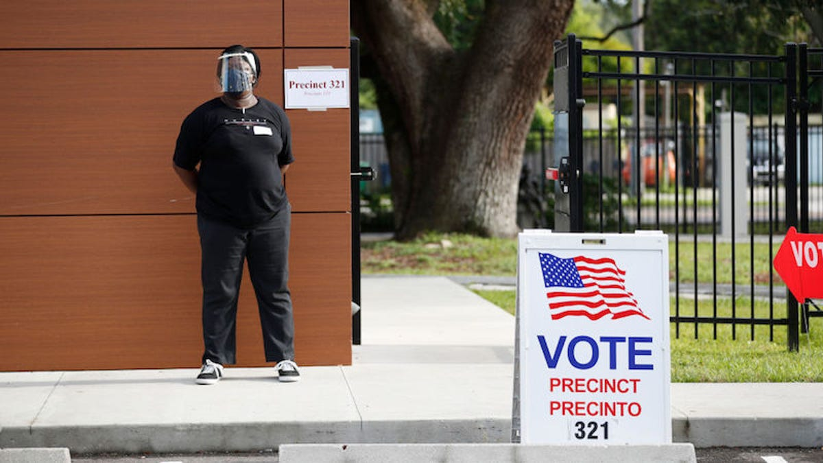 No, You're Not Seeing Things. Facebook Has Launched a Poll Worker Recruitment Drive thumbnail