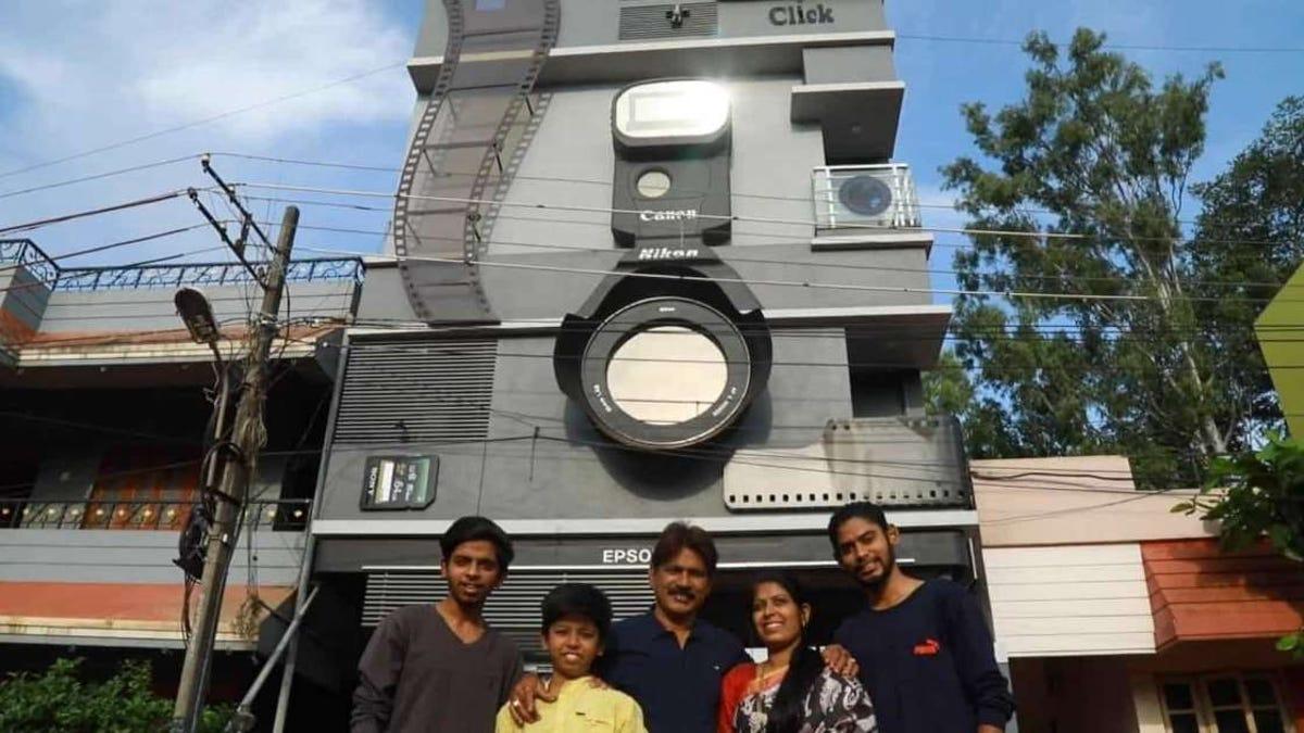 El hombre que vive en una casa con forma de cámara
