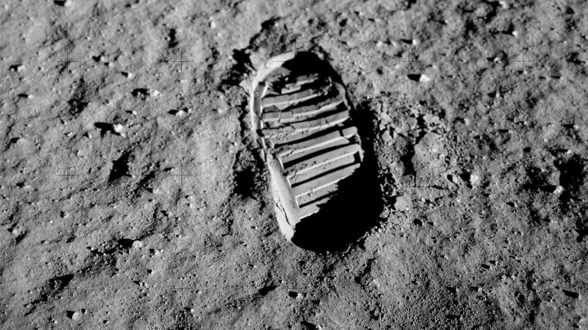 India Lands On Lunar Surface (Of A Bangalore Street)