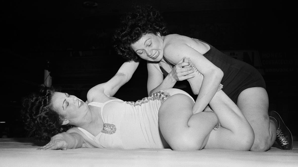 1940s Amateur Female Wrestling (Archival footage)