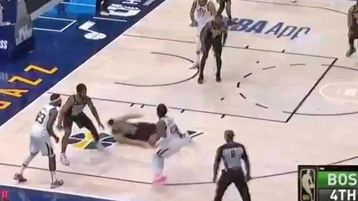 SEE IT: Donovan Mitchell breaks defender's legs without even really trying - Deadspin