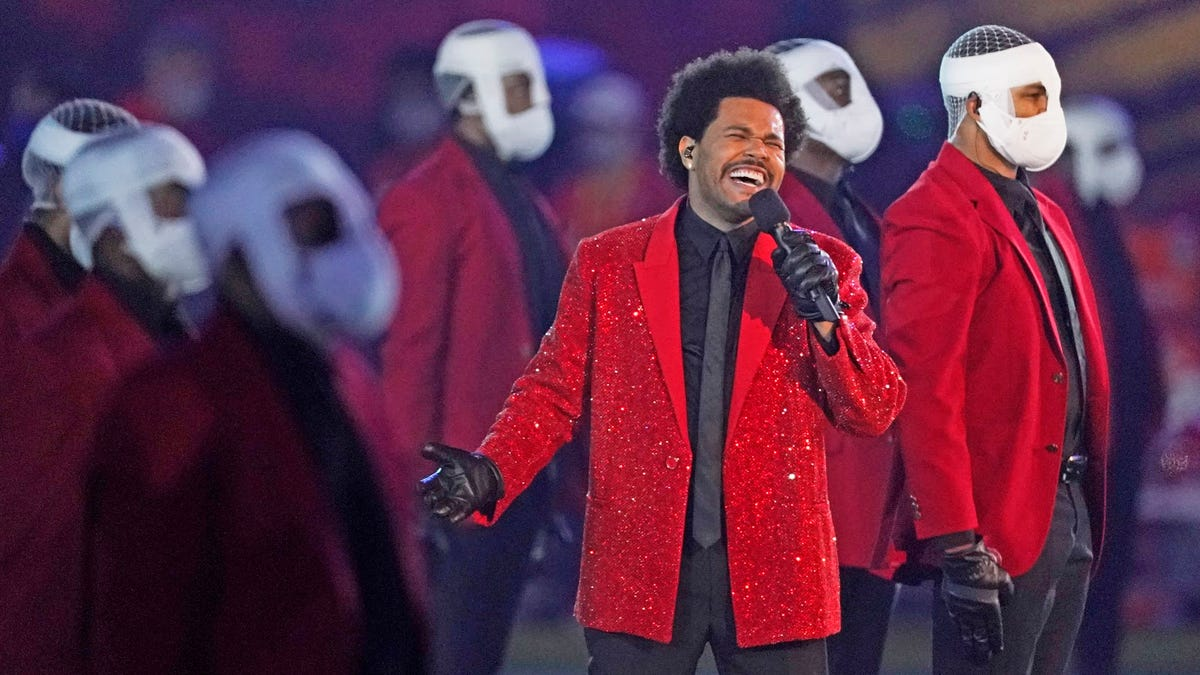Twitter's best reactions to The Weeknd's bizarre halftime performance