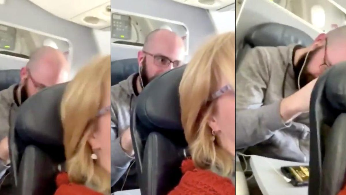 Un hombre en la última fila del avión hace lo que nunca deberías hacer si alguien reclina el asiento delantero