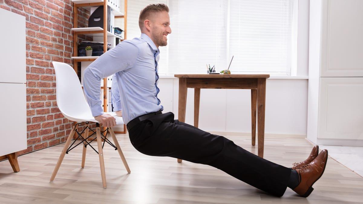Sử dụng ghế của bạn để tập thể dục tại nhà