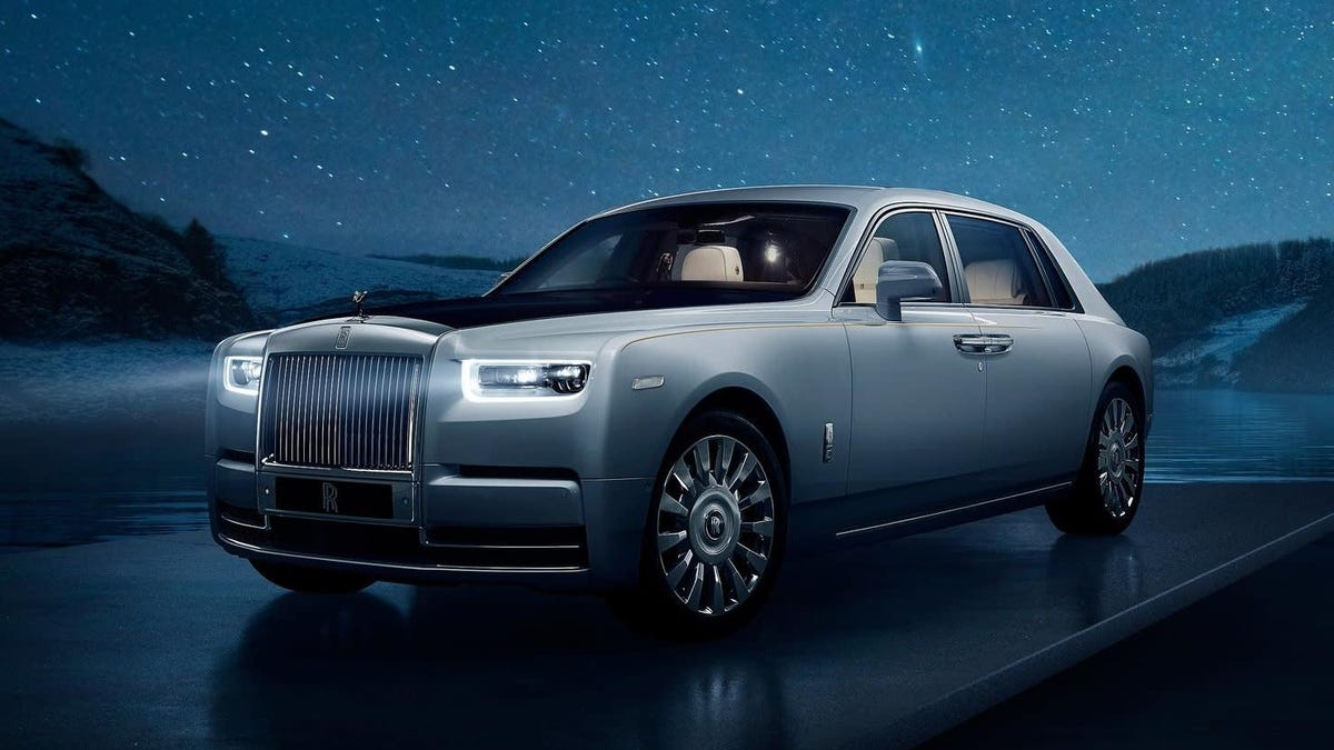 I Got A 20-Second Ride In A Rolls-Royce So Here's My Review