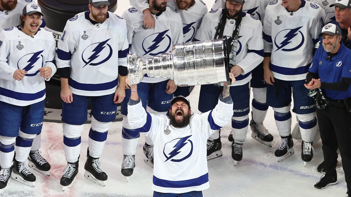 The Lightning eviscerate the Stars, win the Cup, and mercifully send everyone home from NHL bubble - deadspin
