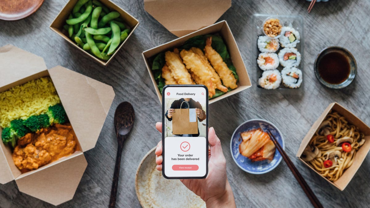 photo of The Best Credit Cards for Food Delivery Apps image