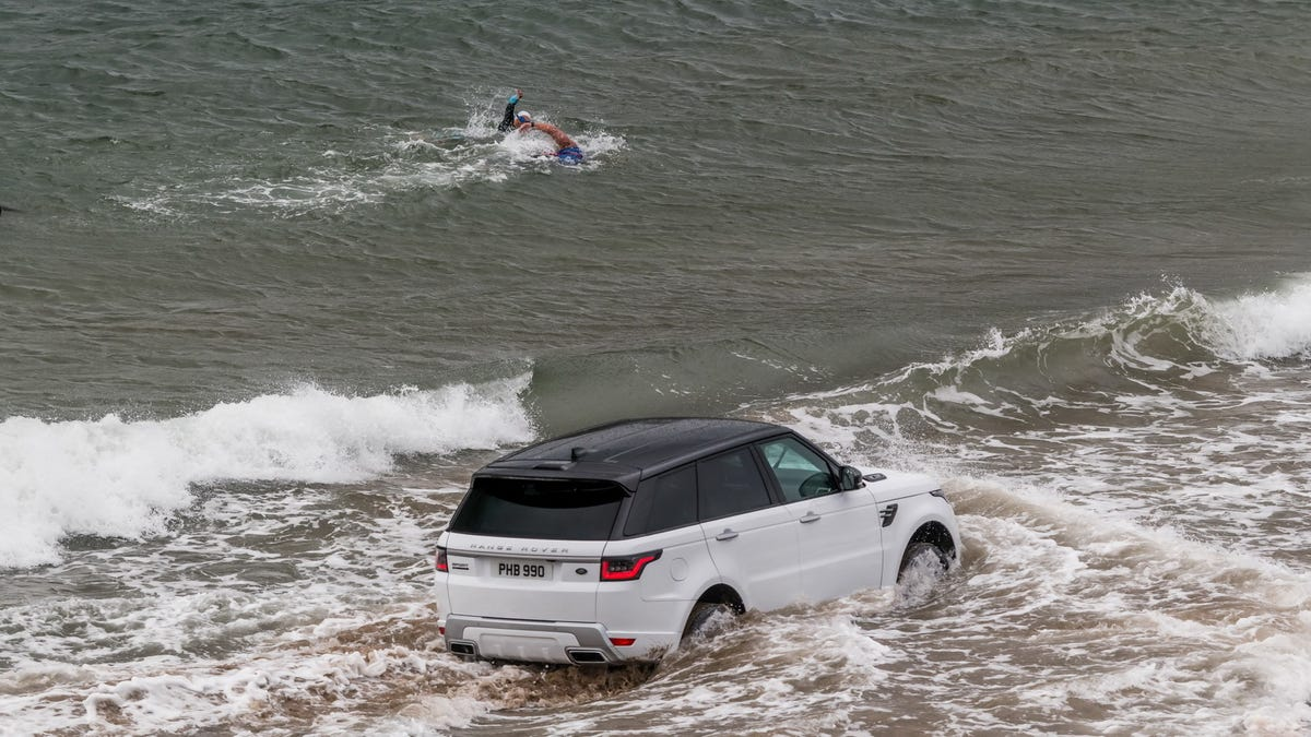 The First Plug-In Hybrid Range Rover Has 400 Horsepower And An Electric Range Of 31 Miles