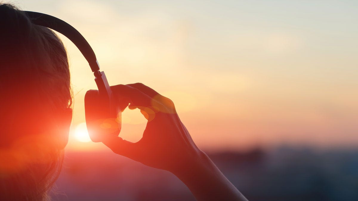 The Best Podcasts for Discovering New Music