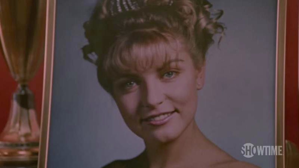 Let S Obsess Over The New Twin Peaks Opening Credits
