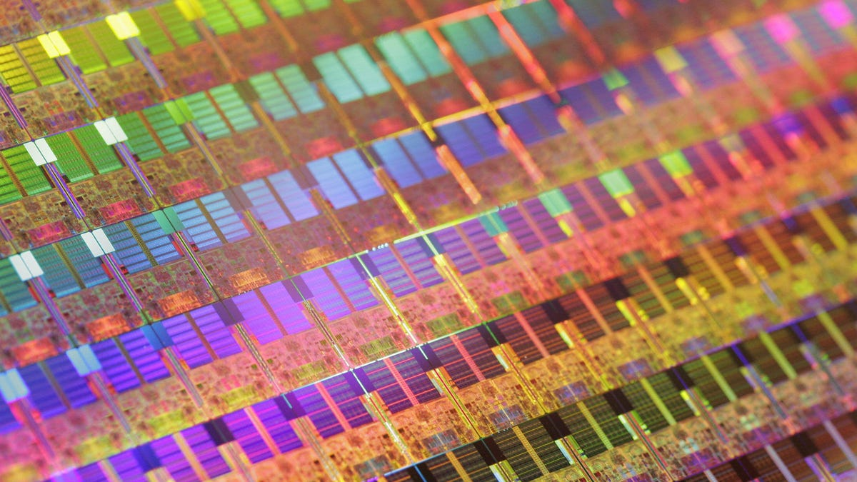 Researchers Made Silicon Glow and It Could Make Computers a Lot Faster