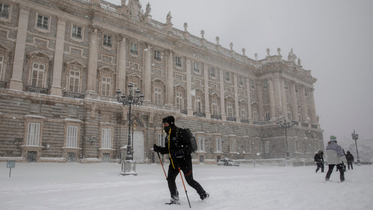 Spain's Worst Snowstorm in Decades Collapses Part of The Country