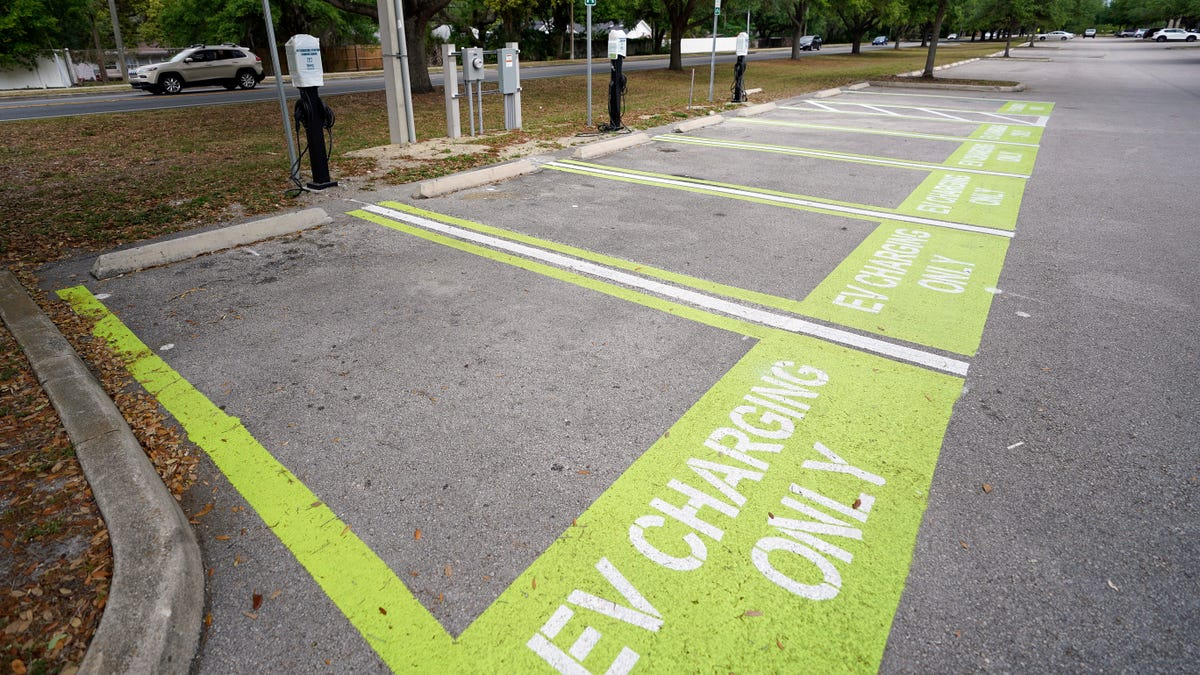 The U.S. Can Get to All Electric Vehicles by 2035 thumbnail