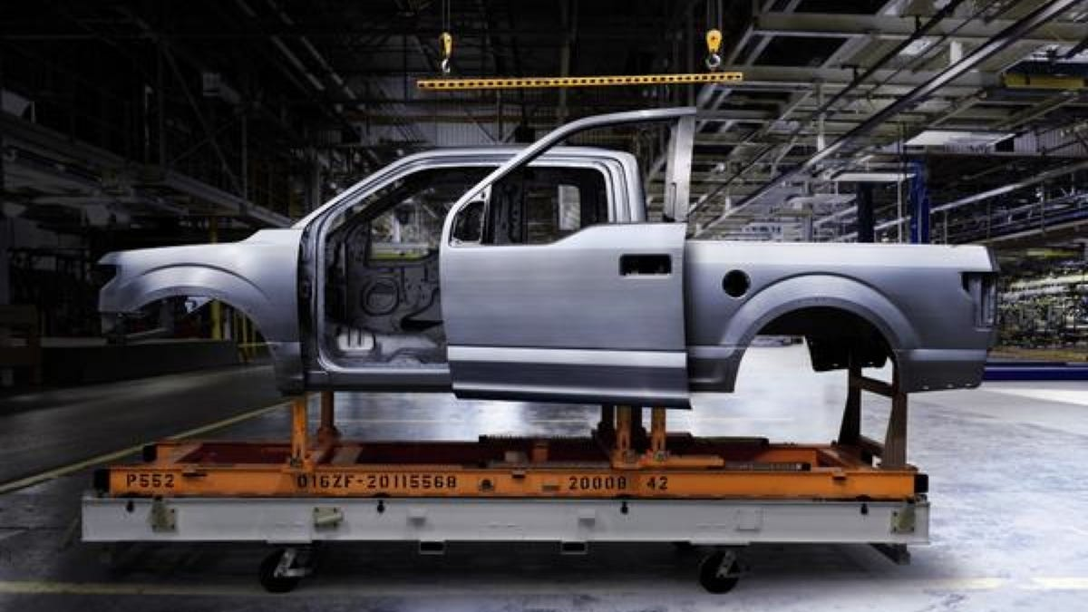 How Much Does A Ford F150 Weigh >> 2015 Ford F 150 Weighs Less Than 5 000 Pounds 2 7 V6 Makes