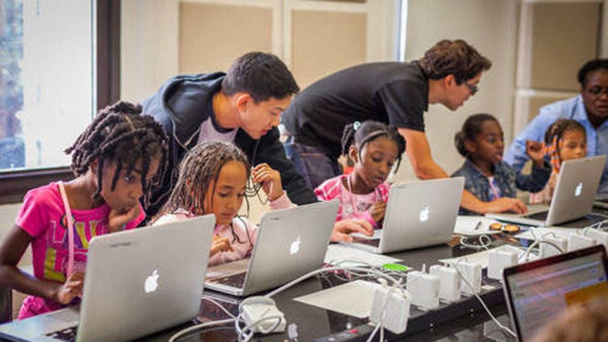 10 STEM Summer Camps for Students of Color