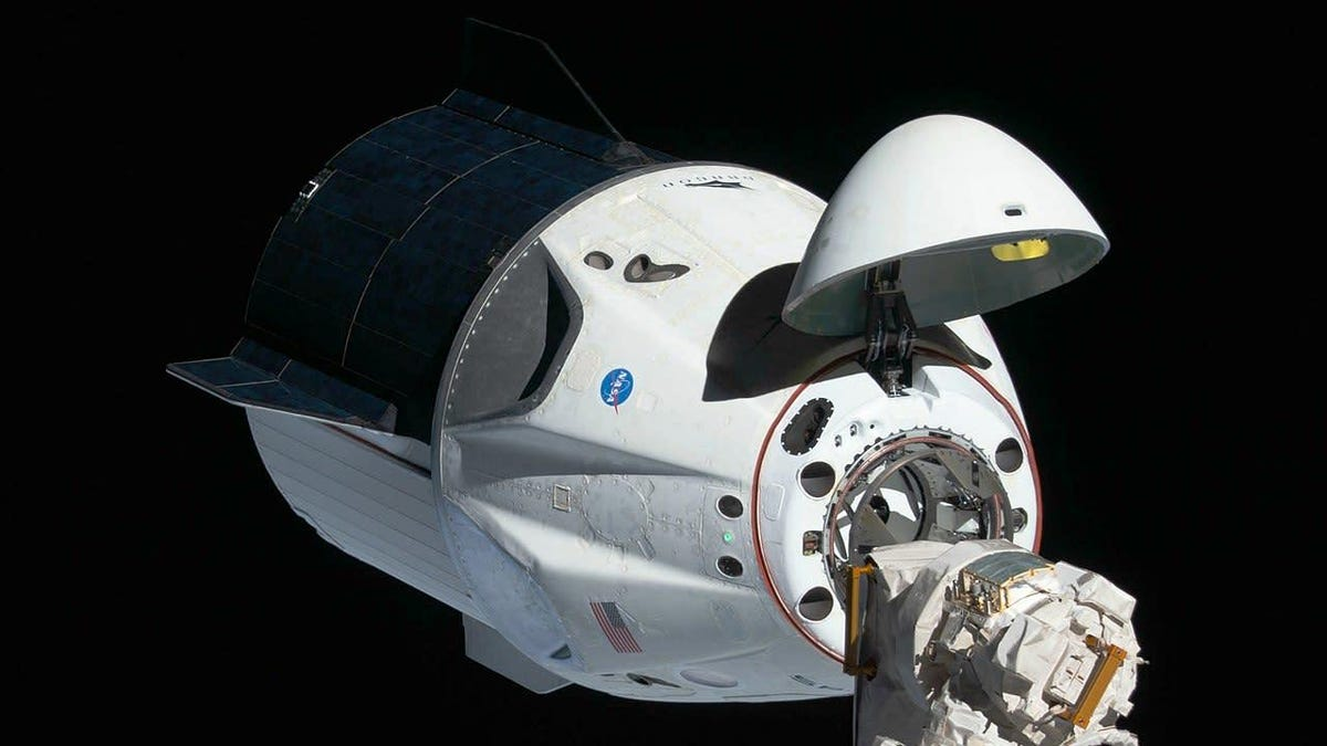 SpaceX Plans to Send Tourists to 'Twice the Altitude' of Any Other Private Space Trip thumbnail