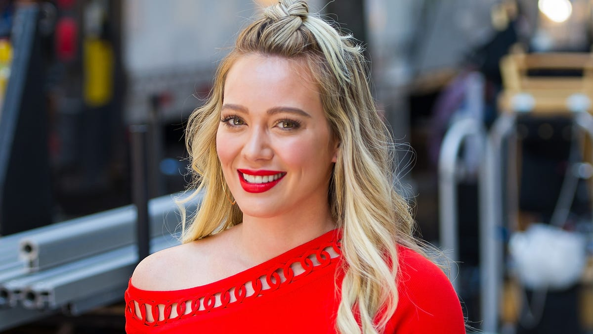 How I Met Your Father is finally happening at Hulu, starring Hilary Duff
