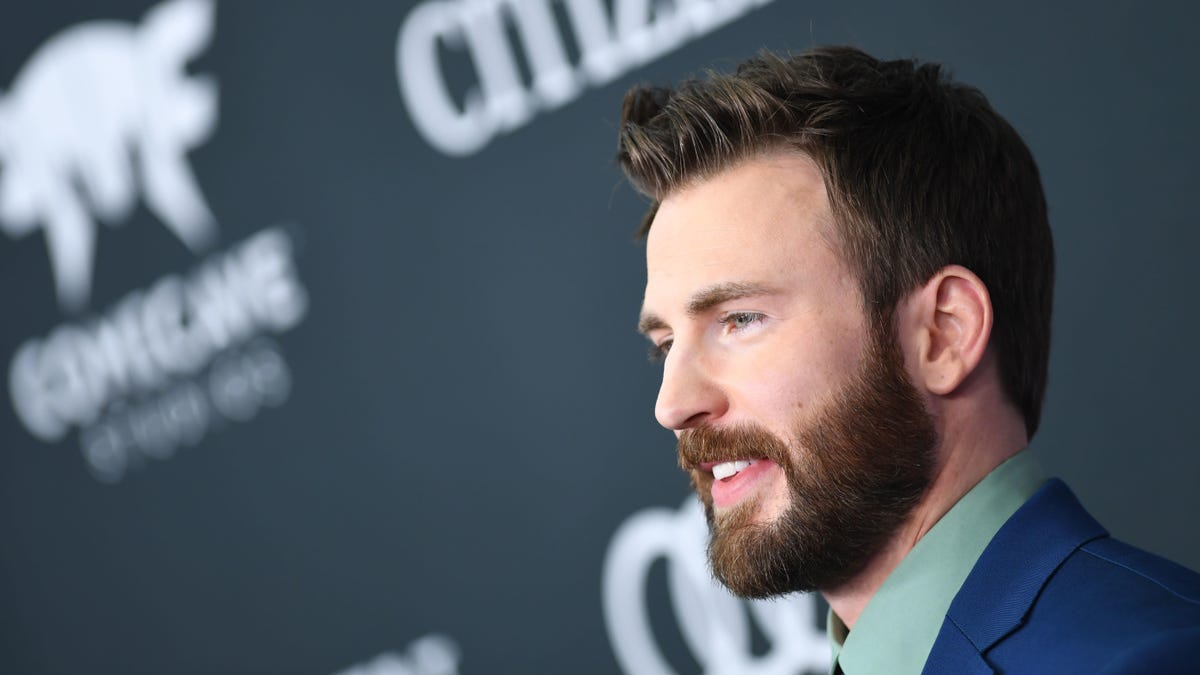 Captain America actor Chris Evans uses accidental d*ck