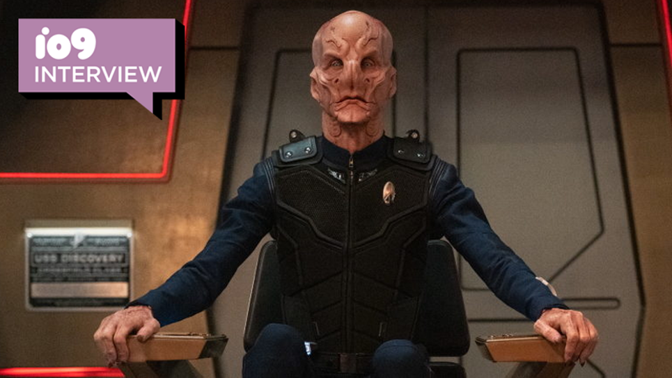 Star Trek Discovery's Saru in the Captain's chair