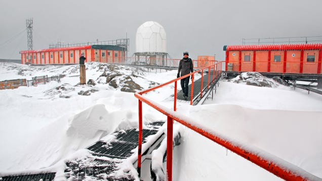 42 Researchers Stranded in Antarctica After Icebreaker Broke Down