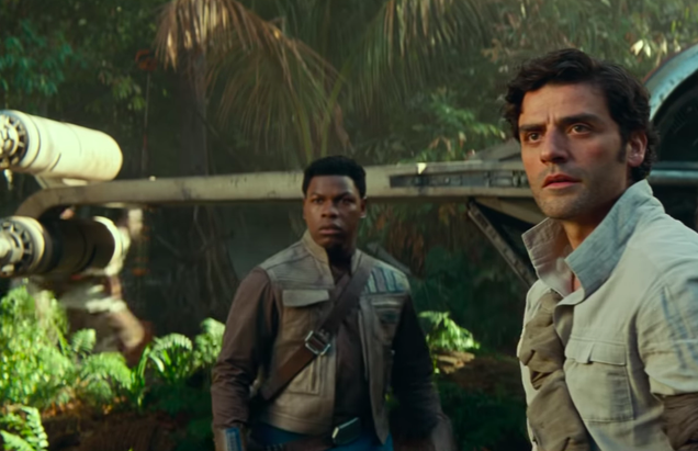 "Oscar Isaac also wishes Poe and Finn were space boyfriends, but ""people are too afraid"""