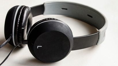 test your headphones with audiocheck 39 s benchmark files lifehacker australia. Black Bedroom Furniture Sets. Home Design Ideas