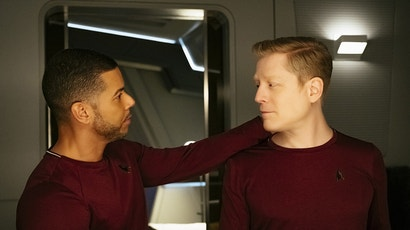 Culber and Stamets share a quiet moment in their quarters on Star Trek: Discovery. Image: CBS/Netflix