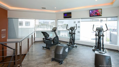 How To Get A Good Workout In A Crappy Hotel Gym
