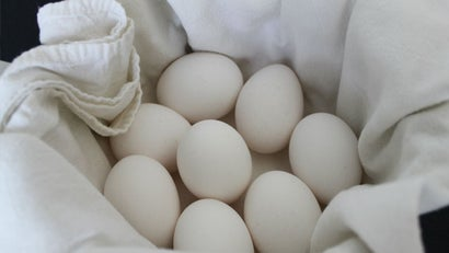 Boil Eggs with a Towel to Keep Them from Cracking in the Pot