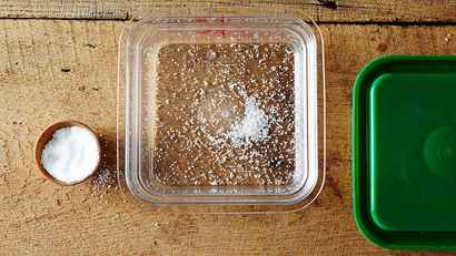 Remove Plastic Food Container Odours by Storing Them with Salt