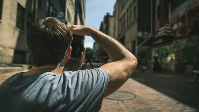 Follow The F/8 Rule To Shoot Excellent Street Photos On The Go