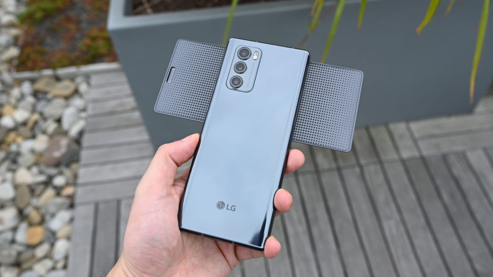 Illustration for article titled The LG Wing Is the Funnest Phone of 2020