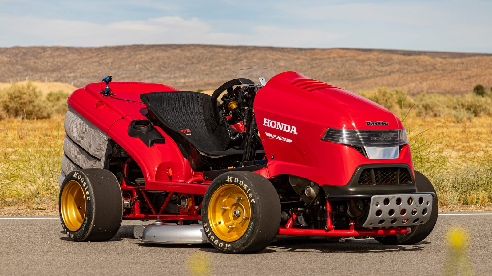 Illustration for article titled The Worlds Fastest Lawnmower Is Exactly as Bonkers to Drive as It Looks
