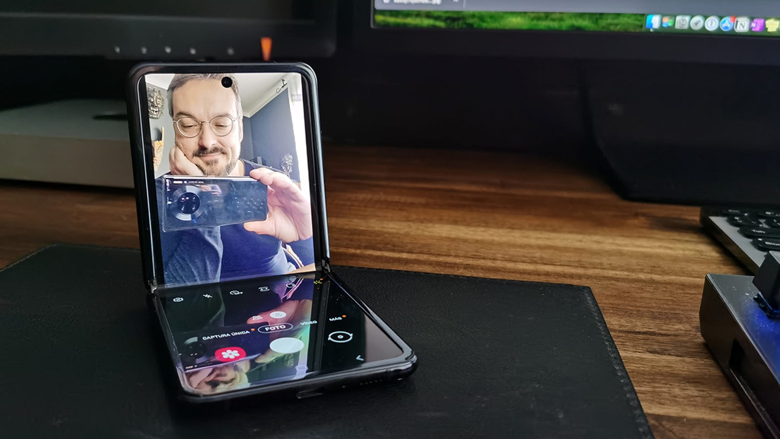 Nunca imaginé que poder posar el móvil así iba a dar tanto juego.