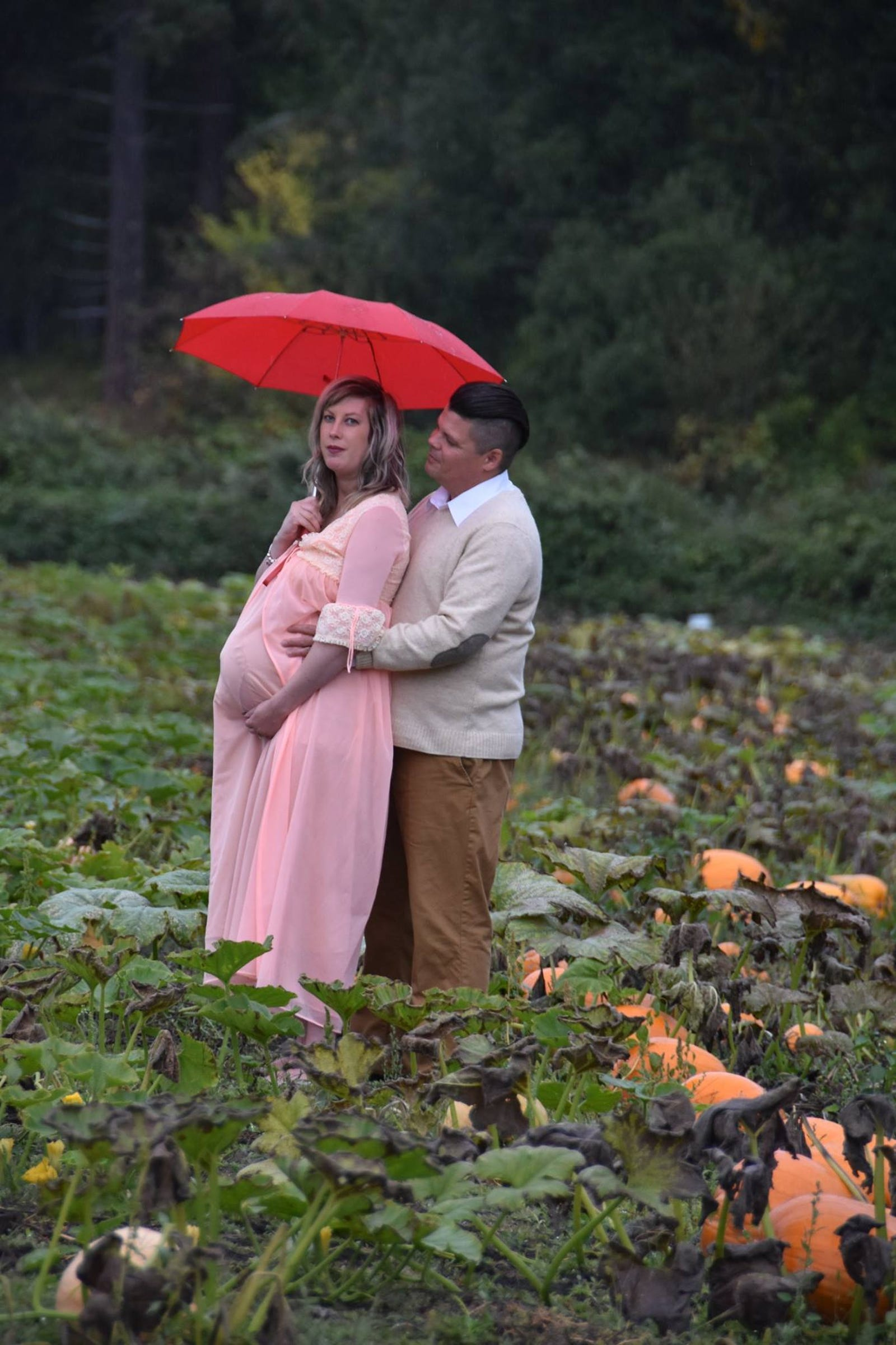 Todd and Nicole Cameron's maternity photos, reprinted with permission.
