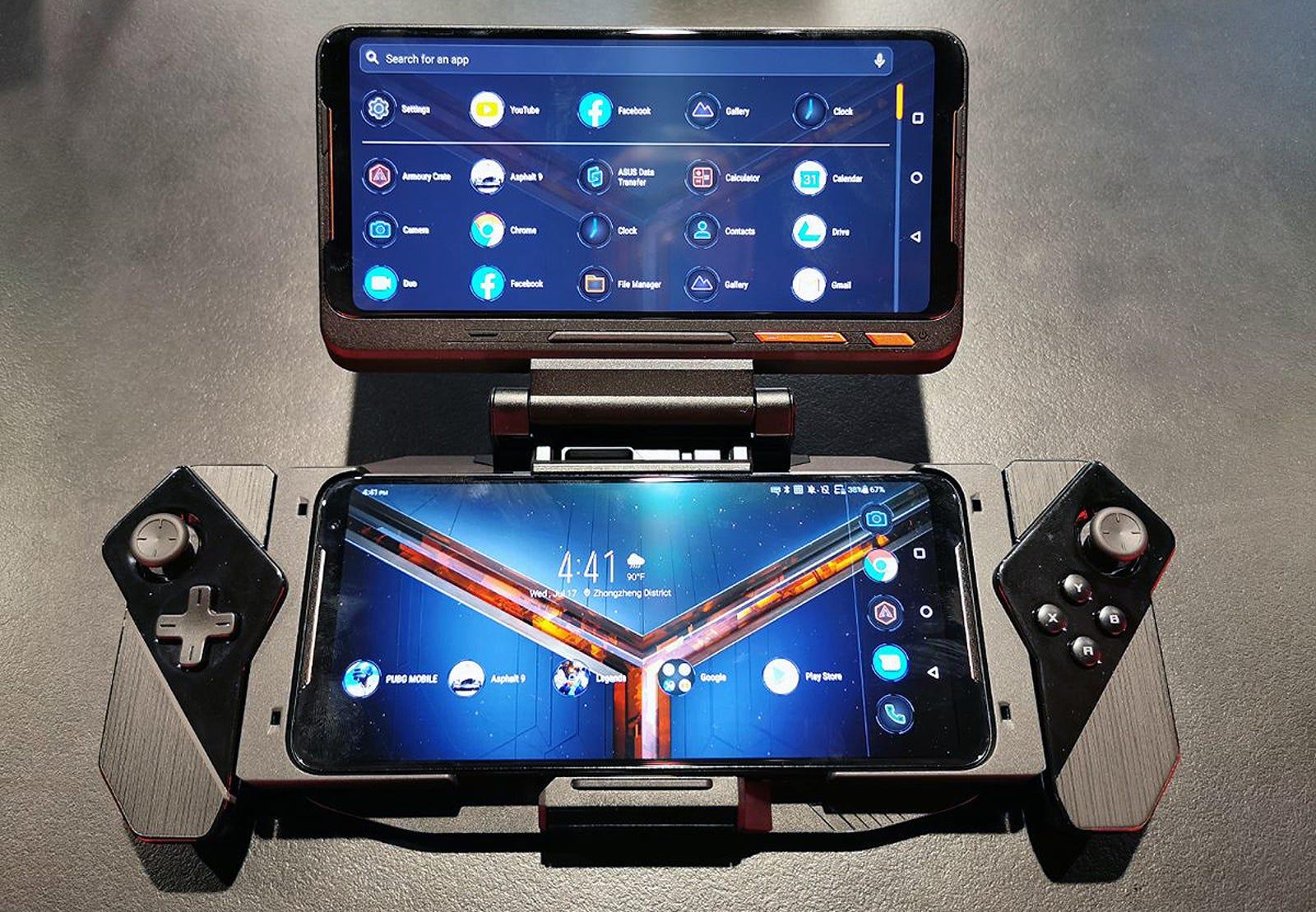 El Asus ROG Phone II, con el Kunai Gamepad y el accesorio Twin View.