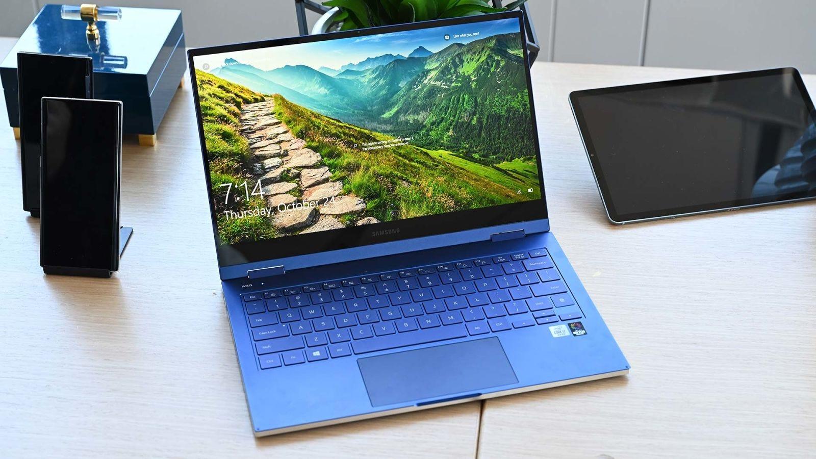 Illustration for article titled Samsung ha sacado una serie de portátiles con pantalla QLED y la diferencia es abismal