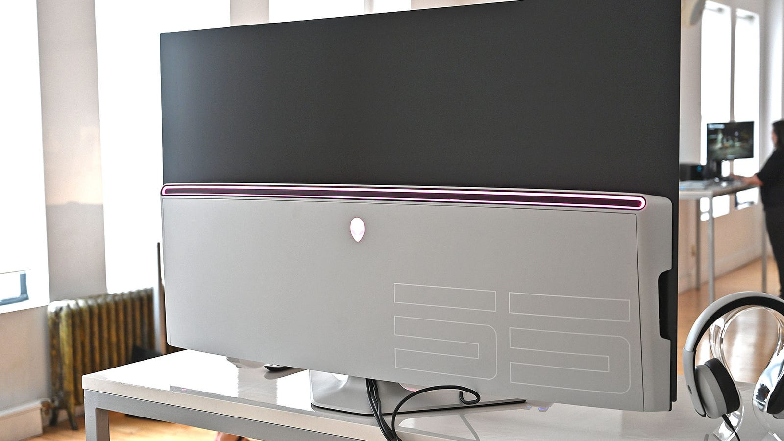 Illustration for article titled Alienware Made the Worlds First 55-inch OLED Gaming Monitor, and It Looks Sick
