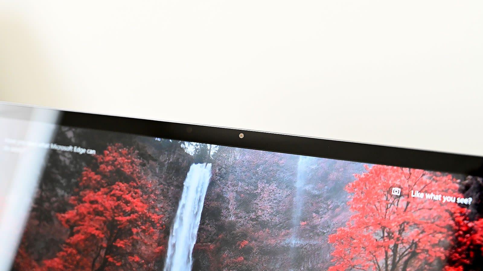 Es un poco triste ver una webcam normal en el MateBook 13 en lugar de la cámara pop-up usada en el MateBook X Pro, pero es un buen cambio para la usabilidad general.