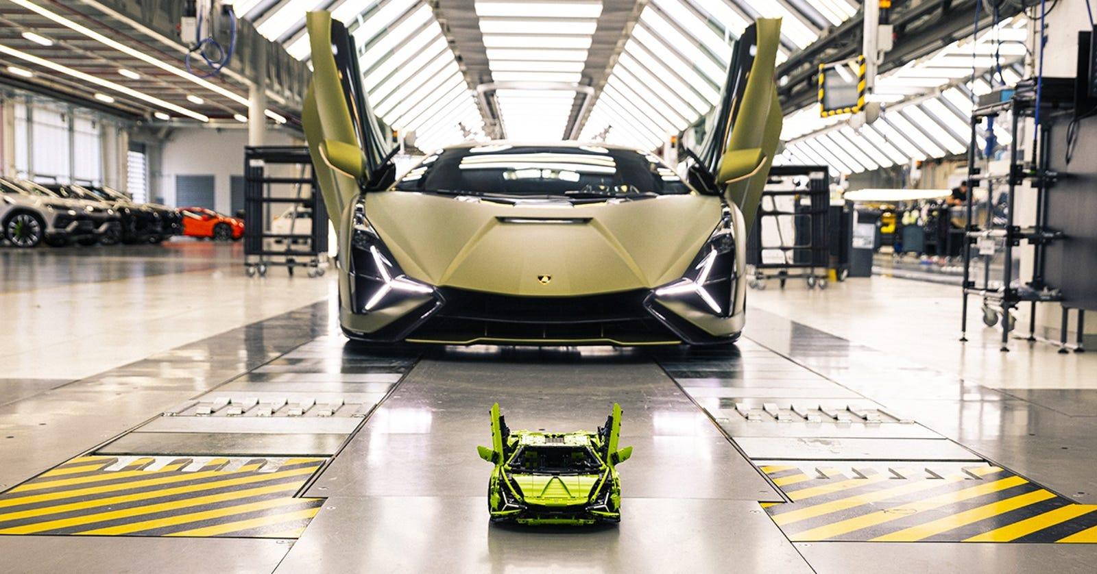 El Lamborghini Sián real y el Lamborghini Sián de Lego.