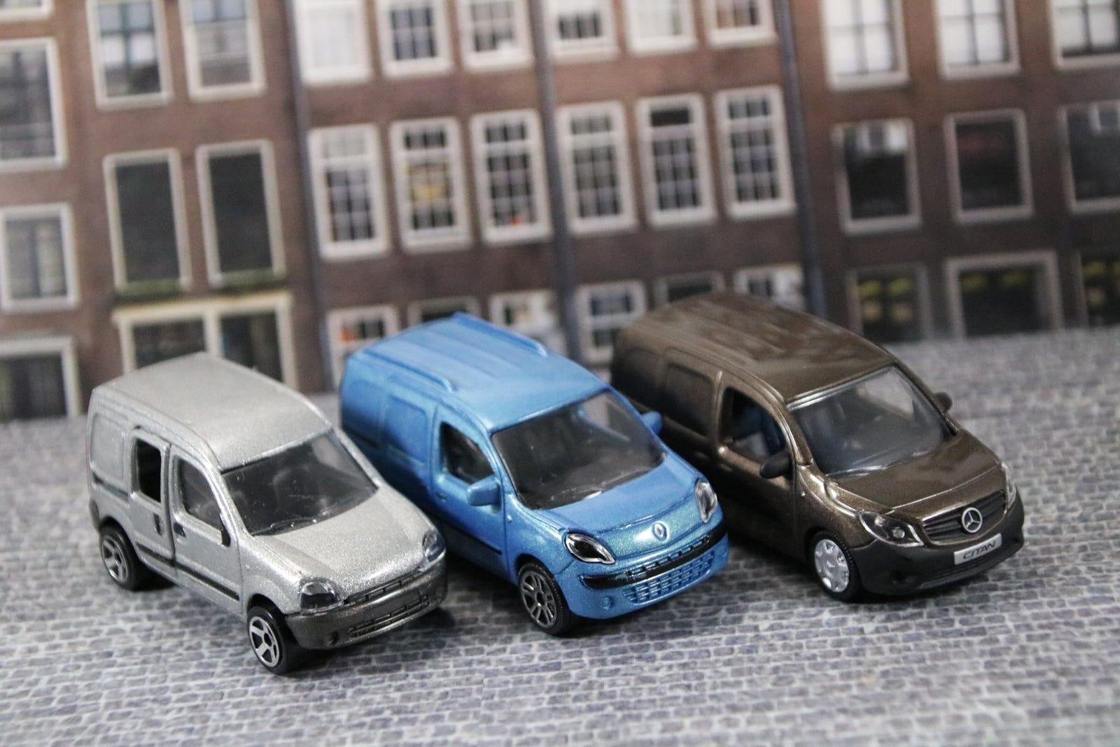 Illustration for article titled French Friday: Le Petit Camionnette Renaultem/emem/em