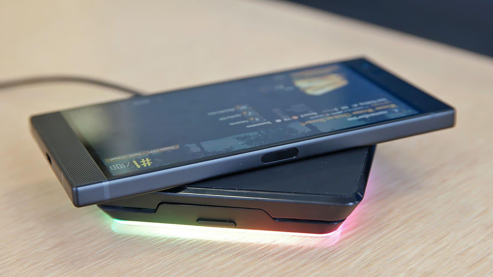 Al igual que su predecesor, el Razer Phone 2 tiene el lector de huellas en un lateral.