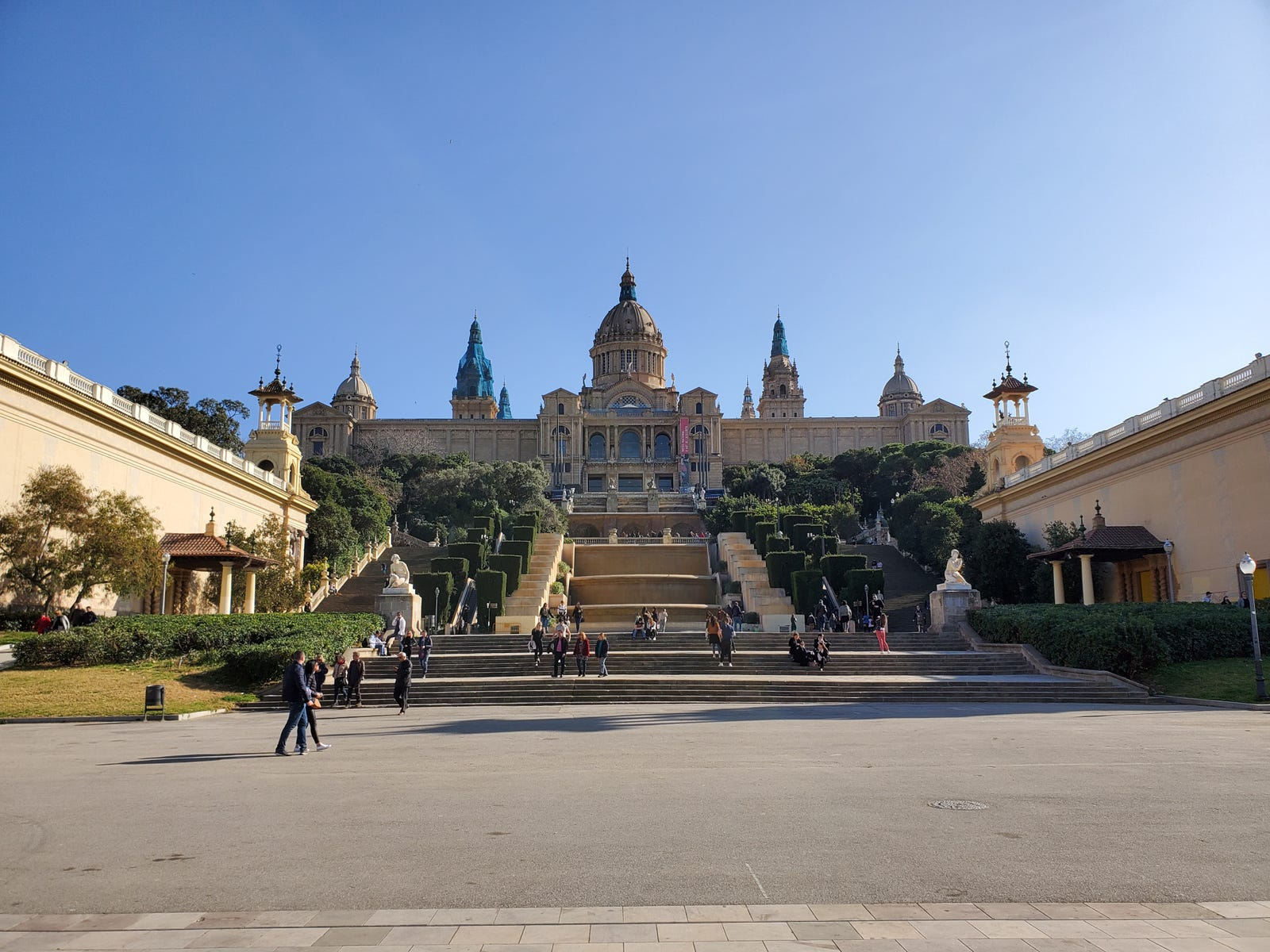 A shot of the MNAC in Barcelona with the S10's main camera.