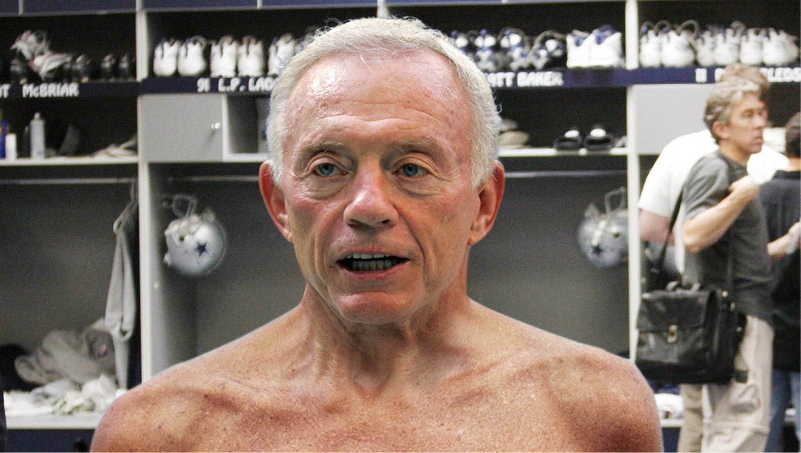 Locker Room Reporter Still Hasn't Gotten Used To Seeing Jerry Jones Naked