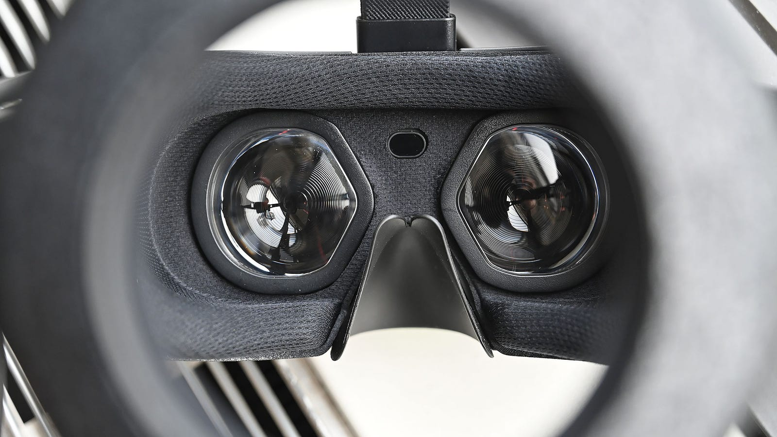 The Reverb's optics feature an aspherical shape that offers and wider field of view and increases the headset's visual sweet spot at the same time.