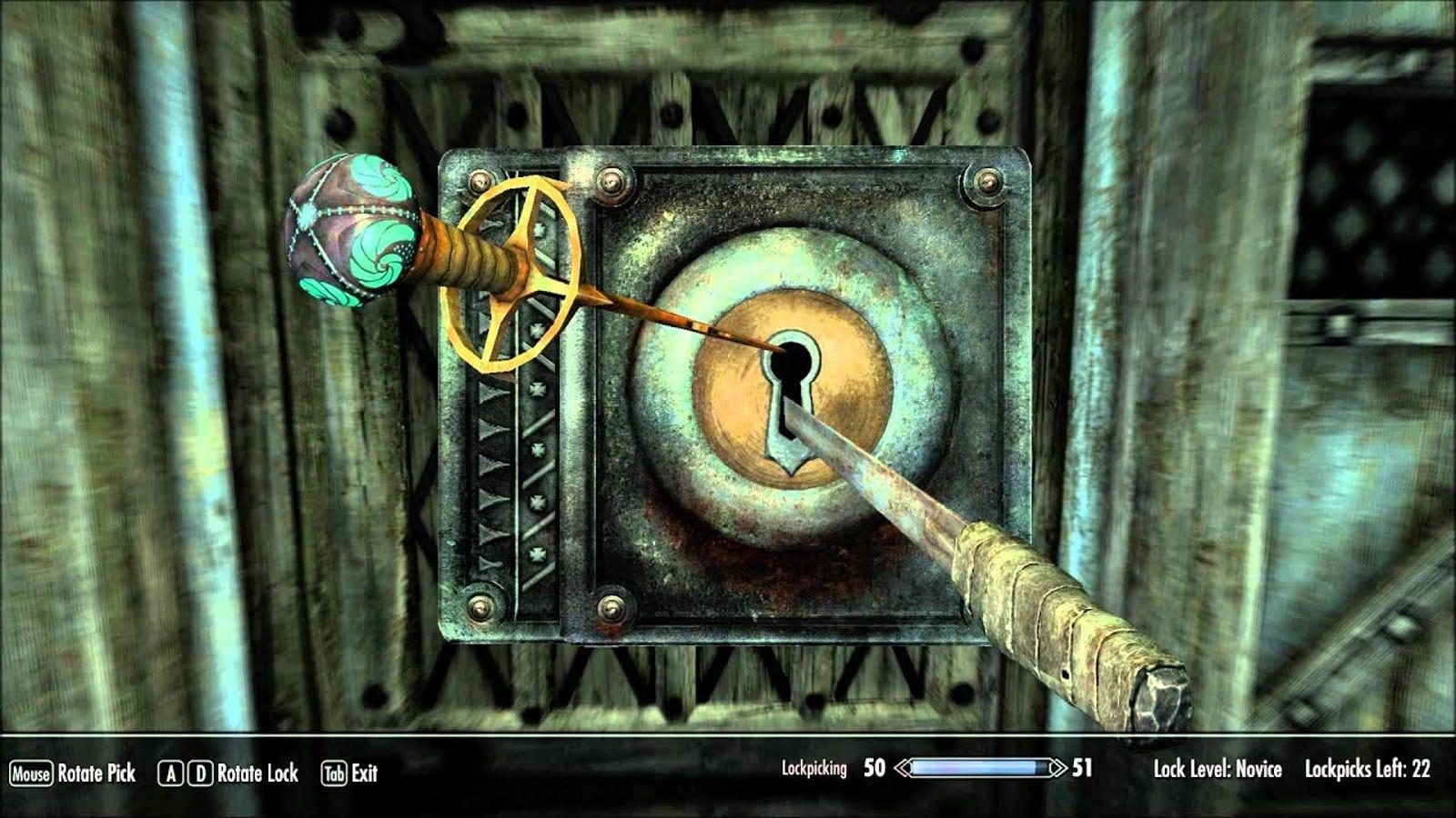 Todo comenzó cuando descubrí un modelo 3D de uno de mis objetos favoritos del videojuego Skyrim, la llave maestra de Nocturnal (a la izquierda en esta captura de pantalla).