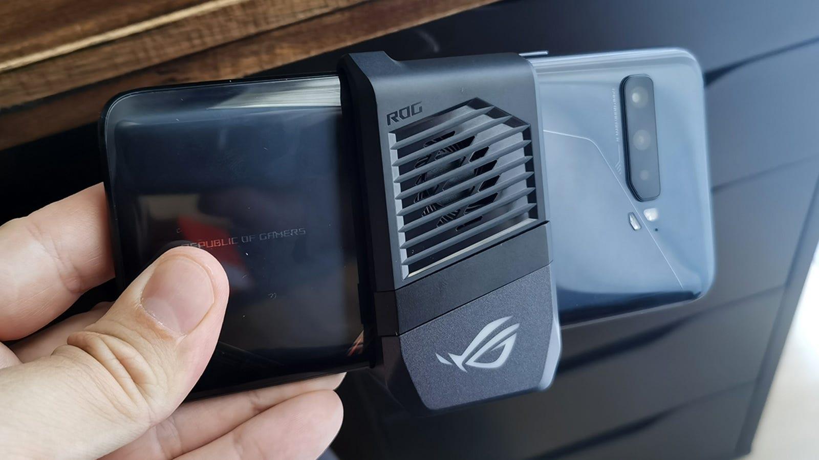El Air Cooler 3 no es precisamente el más bonito de los accesorios, pero funciona.