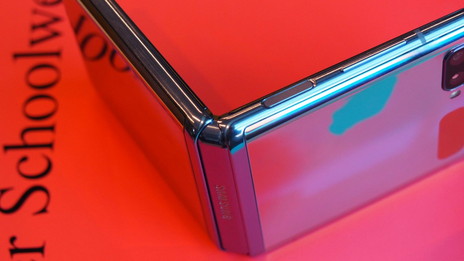 Illustration for article titled Samsungs Folding Phone Is the Cheapest One Yet, and the Least Flimsy