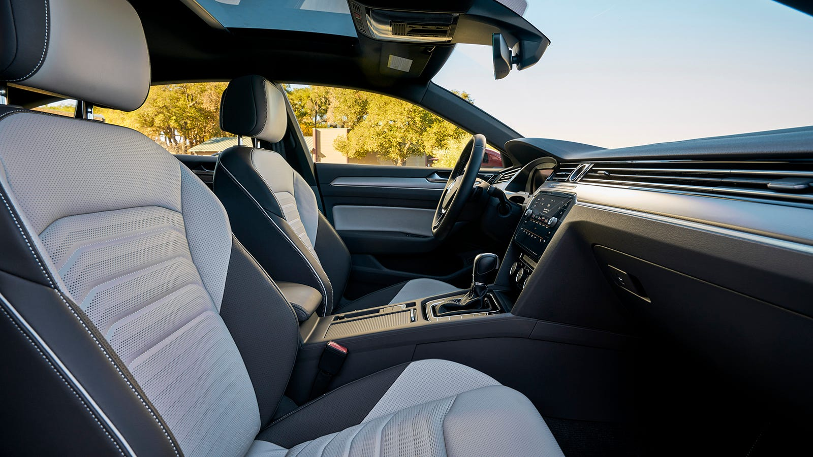 VW's factory photos of the SEL Premium R-Line bring out the best of the cockpit