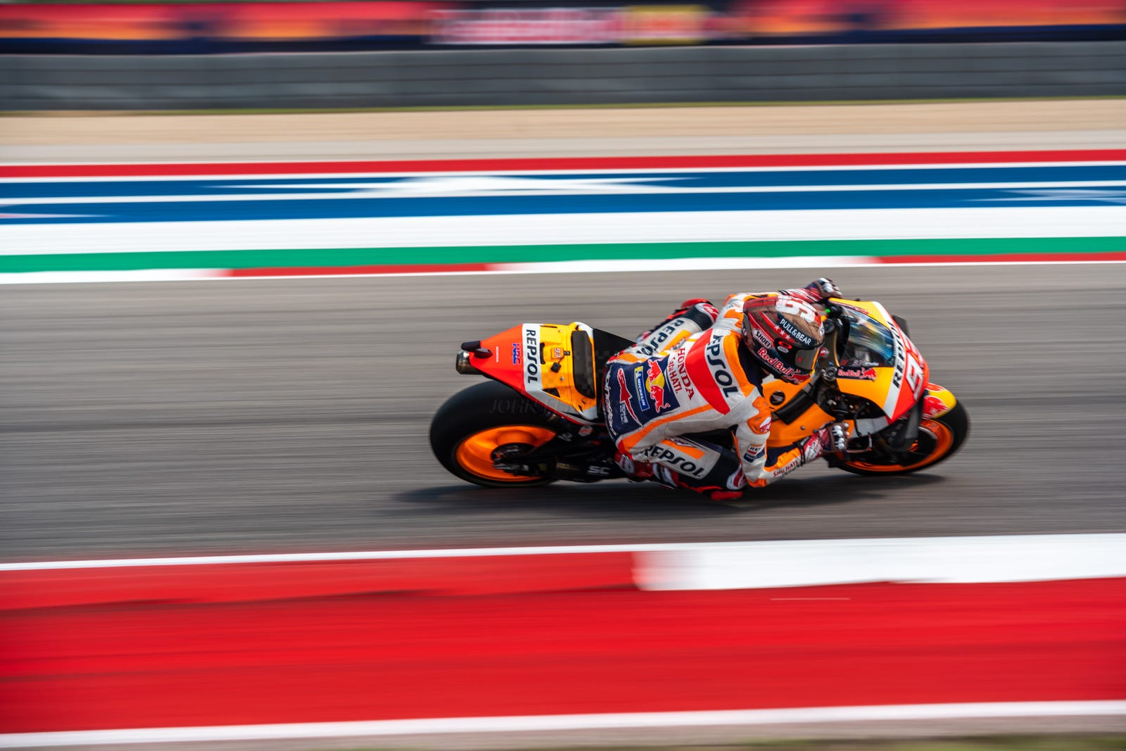 Illustration for article titled Rins Wins; Commandeers COTA Crown from Marquez during MotoGP Race